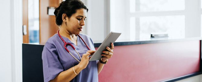 Nurse using staffing solutions to schedule